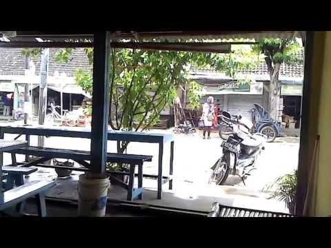 Penampakan di Warung