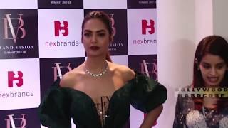 ये हीरोइन अंदर बिना कुछ पहने ही आ गई | Esha Gupta in Revealing Dress At Nexbrands Vision Awards 2018