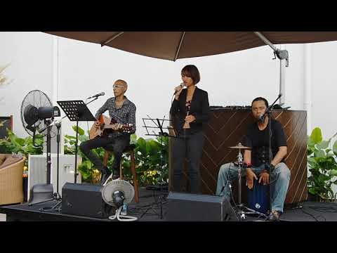 No Scrubs (TLC) - cover by Sasha M @ VLV Clarke Quay