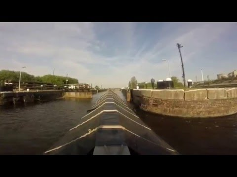 Narrowboat Admiral on the Manchester Ship Canal