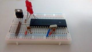 PIC16F877A : BASIC BREADBOARD VERBINDING CIRCUIT UITGELEGD