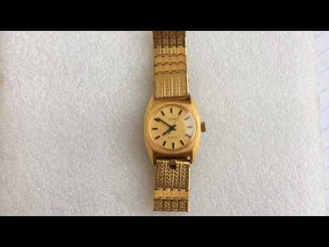 Благодаря нестандартным цветовым решениям часы сочетаются с разными стилями одежды.