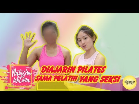 diajarin-pilates-sama-pelatih-yg-seksi-!