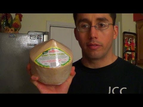 The Health Benefits Of Fresh Coconut Water - How To Drink From A Young Coconut
