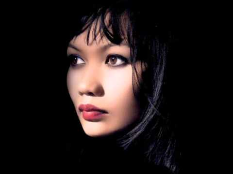 Bic Runga - Listening For The Weather