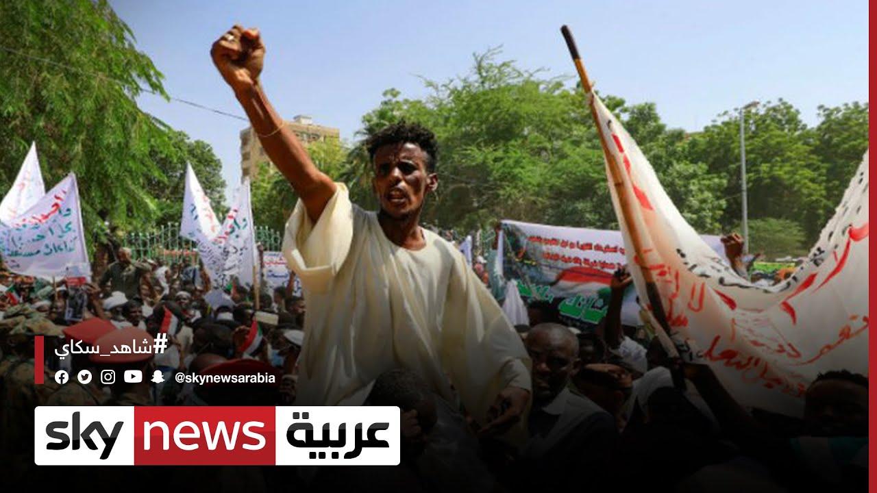 آلاف السودانيين يتدفقون للشوارع مطالبين بالحكم المدني  - نشر قبل 4 ساعة