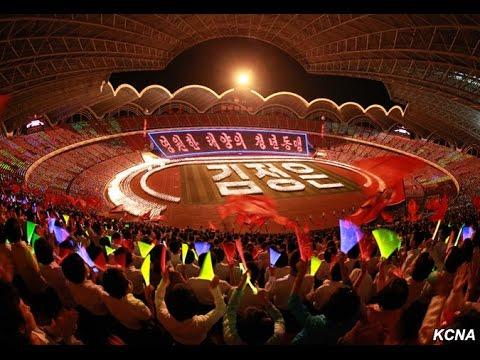 La juventud coreana celebra su Congreso con un festival de antorchas en el estadio Primero de Mayo