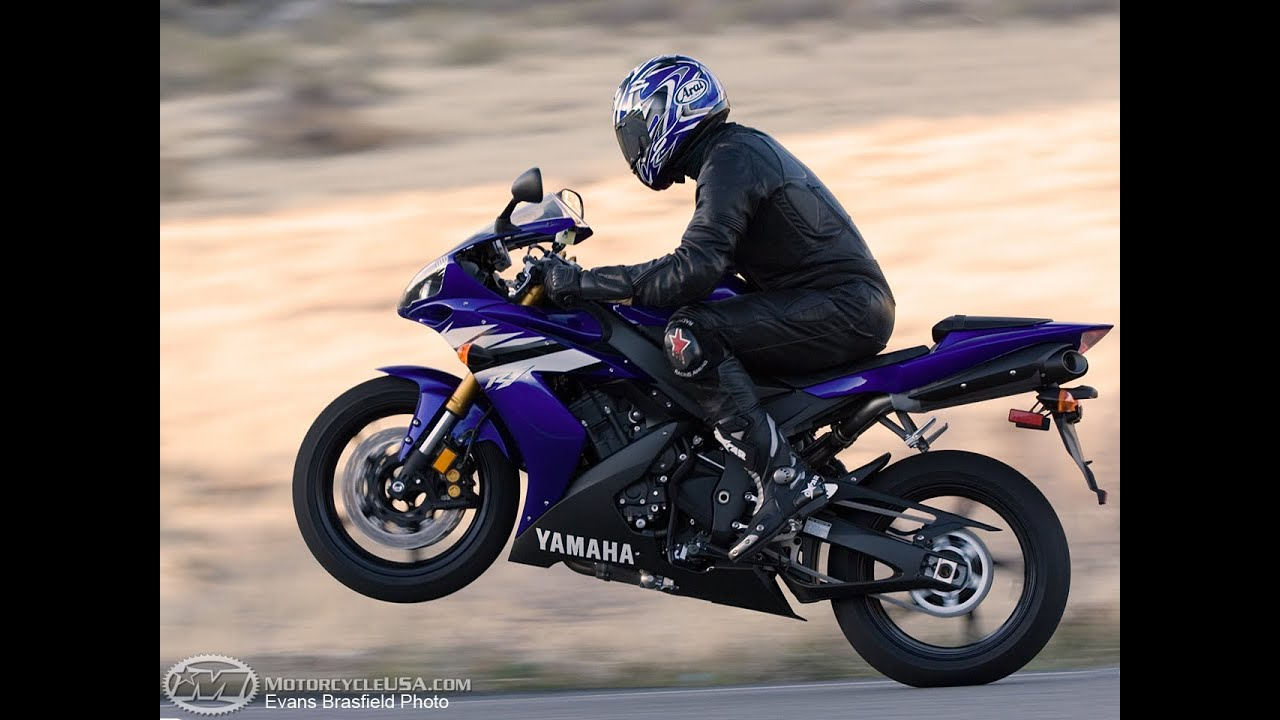 2006 Yamaha YZF-R1 - Superbike Smackdown - MotoUSA - YouTube