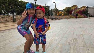 Kakak Zara sayang Adik Kenzo | Main air di Dinosaurus Park Johor Bahru Malaysia