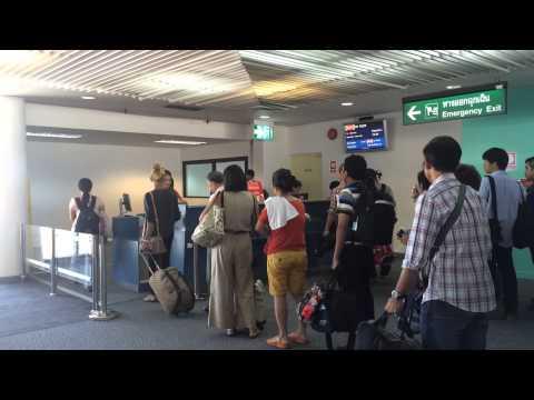 ขึ้นเที่ยวแรก แอร์เอเชีย  Air asia ดอนเมือง- บุรีรัมย์ เข้าคิวเช็คตั๋วกันยาวเลย