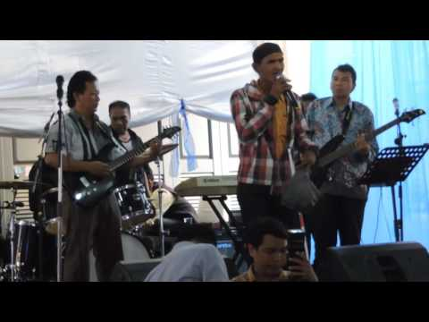 AKU JATUH CINTA, BROERY M COVER BY THE BLIND MAN