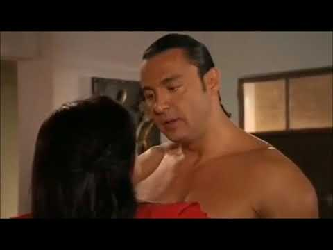 Latin Lover shirtless - Qué Bonito Amor (2012)