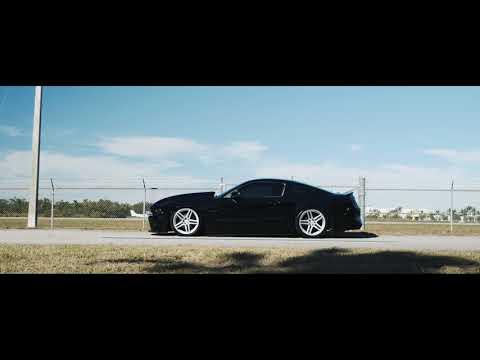 Ford Mustang S197 Bagged | Velgen Wheels Split5 Satin Silver | 20