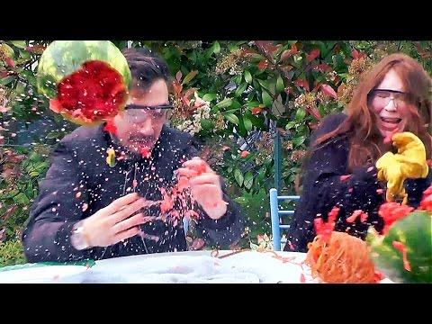 WATERMELON EXPLOSION CHALLENGE en Couple ! PASTÈQUE QUI EXPLOSE EN LIVE !