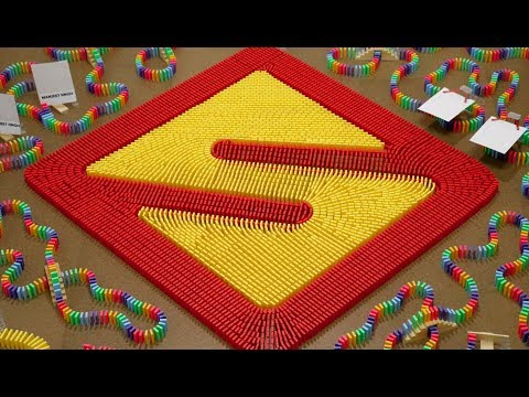 Tribute to IISuperwomanII in 12,000 Dominoes!