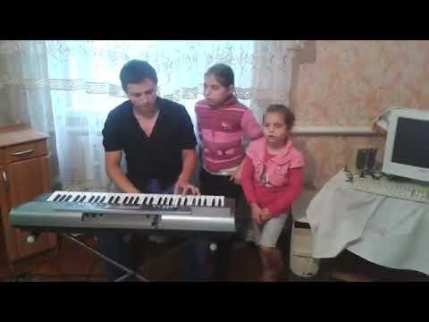 Поют цыганские девчата, очень даже хорошо!