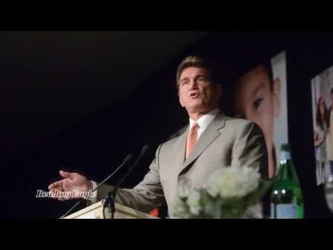 Joe Theismann speaks at Caron Dinner