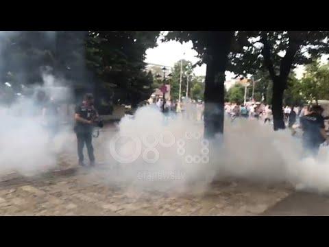 RTV Ora -  Tensione në Shkodër, policia hedh gaz lotsjellës, lëndohen 3 persona