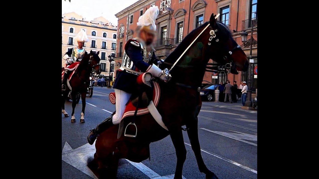 HORSE FALL a Spanish royal guard CADA DE CABALLO de un