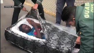 Migrantes en colchones huecos para llegar a Eldorado thumbnail