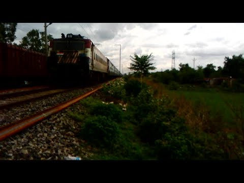 Tigerface LDH WAG-7 Led Santragachi Jabalpur Superfast Special Sneaking Through