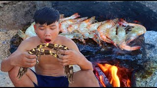 primitive survival skills | Find shrimps in the beach and grill them - survival skills. HT