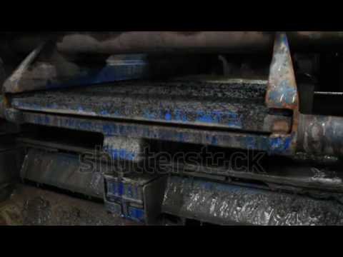 Shale Shaker On An Offshore Oil Rig Separating The Cutting From Water Based Mud Stock Footage Video