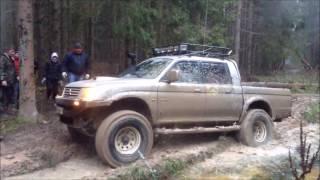 Mitsubishi L200 и Pajero на тяжелом бездорожье