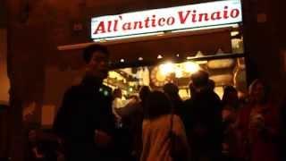 Comida callejera, más vino, en All