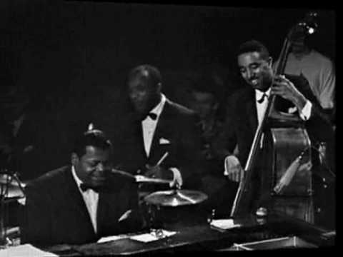 "Oscar Peterson: Long Ago (and Far Away)(Kern / Gershwin, 1944, from ""Cover Girl"")"