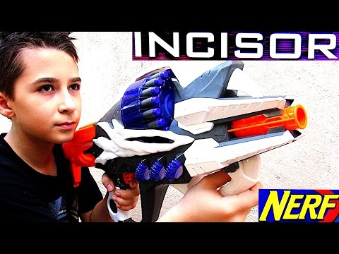 Nerf Alien Menace Incisor with Robert-Andre!
