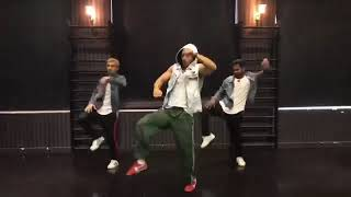 Tiger shroff dance on sharabi song _ tiger shroff(480P)