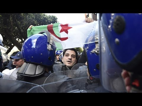 منظمة حقوقية تتهم الجزائر ب-قمع المحتجين- لإضعاف الحراك قبل الانتخابات  - 14:00-2019 / 11 / 15