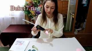Бутон розы из конфеты и гофрированной бумаги Мастер-класс(Этот и многие другие мастер классы по изготовлению букетов из конфет смотрите на нашем сайте http://buket7.ru/blog..., 2014-04-04T12:13:17.000Z)