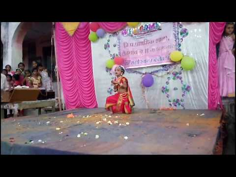 Natrang  Marathi film song kashi me jau mathurechya bajari dance performance by Prasanna