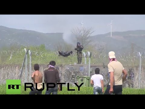 Greece: Dozens injured as police and refugees clash on Macedonian border