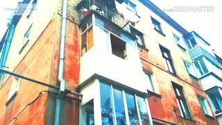 На этом балконе лает не одна собака целыми днями и ночами. г.Ревда, ул.Ленина,24. Собаки пугают ВСЕХ