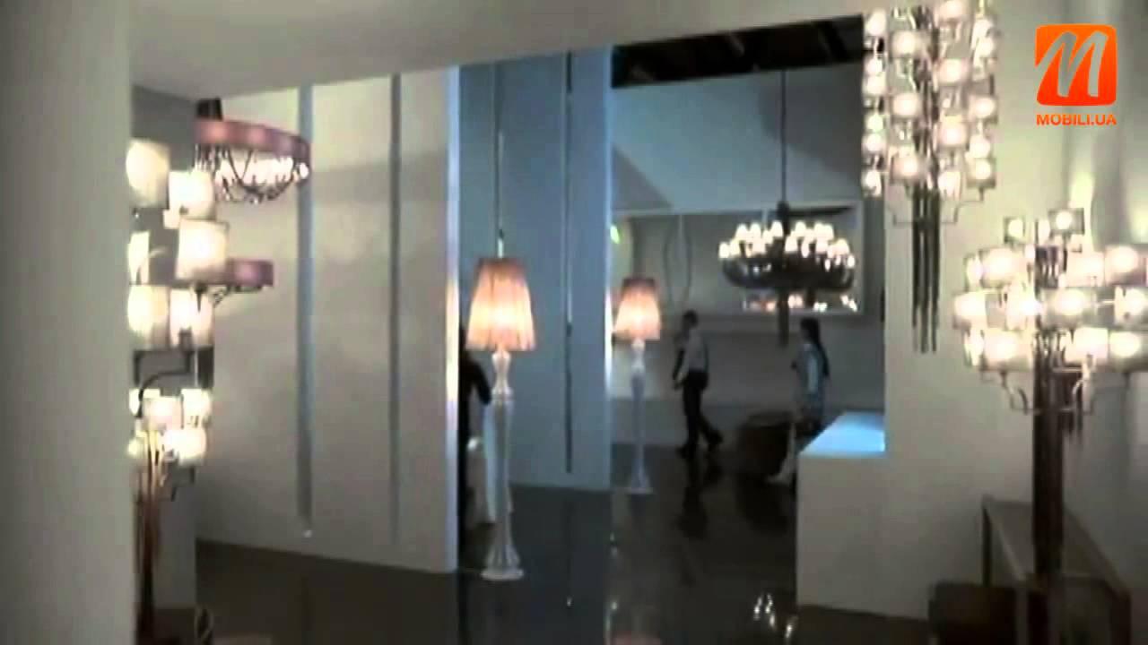Люстры – пожалуй, самый распространенный вид светильников. Они в обязательном порядке присутствуют в любом помещении, и если без настольной лампы еще можно обойтись, то без люстры добиться основного света будет крайне тяжело. Эти потолочные светильники одинаково хорошо подходят.