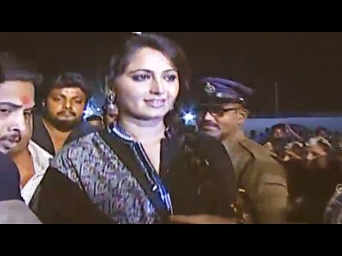 Anushka Amazing Entry - Rudhramadevi Audio Launch Live From Vizag - Allu Arjun, Rana