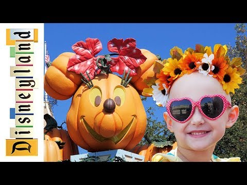 Our first Halloween in the park! | Disneyland vlog #65