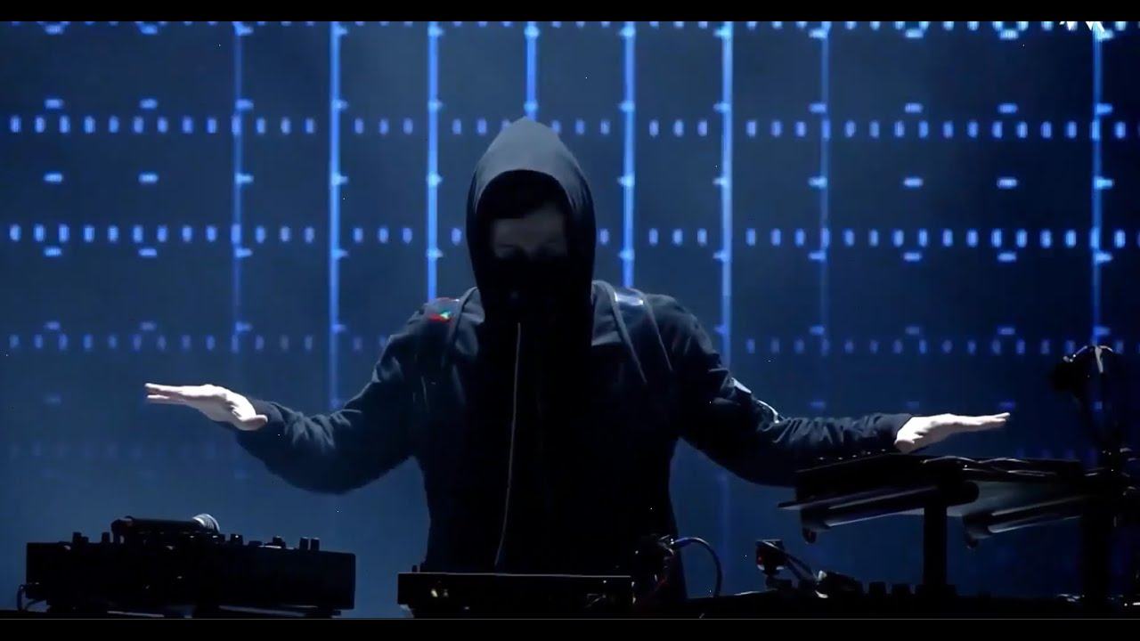 Alan Walker Live Performance Spectre Play On My Way