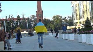 РЕАКЦИЯ НА УКРАИНСКИЙ ФЛАГ В РОССИИ (Социальный Эксперимент)