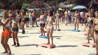 تركيات يتعلمن الرقص في المدينة المائية