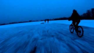 (взаимная подписка) Падение с велосипеда на льду . Нелепые падения(Каждую неделю новые видео., 2016-01-08T14:38:30.000Z)
