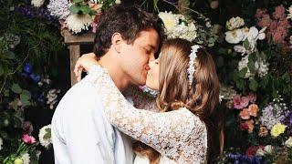 Gambar cover Bindi Irwin Marries Chandler Powell