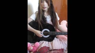 Phát hiện 1 em cực xinh đánh guitar sai tông trong 15s :))