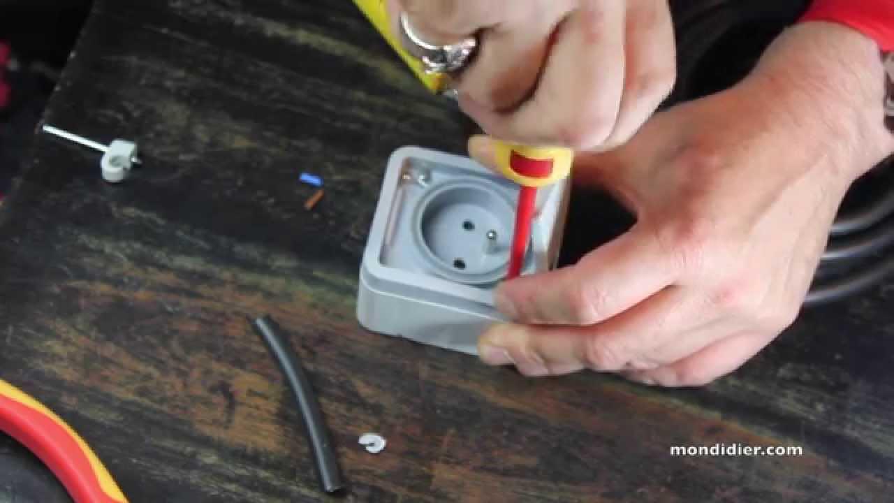 prise tanche youtube - Installer Une Prise Electrique Exterieure