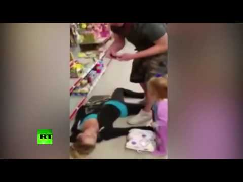 Toddler trying to revive unconscious mother after drug overdose (Distressing footage)