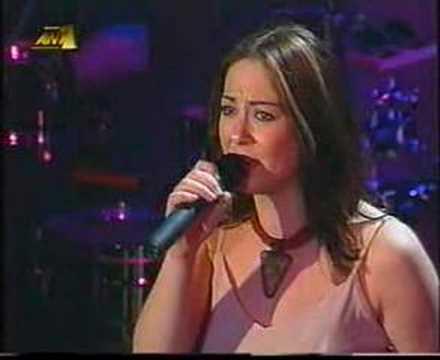 Melina Aslanidou - To parelthon thimithika (live, 2002)