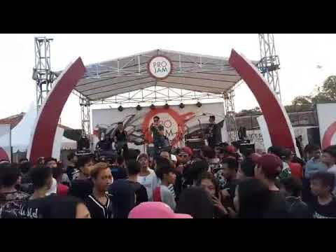 ILUSI BAND_LUPAKAN live perform @cianjur lapangan badak putih